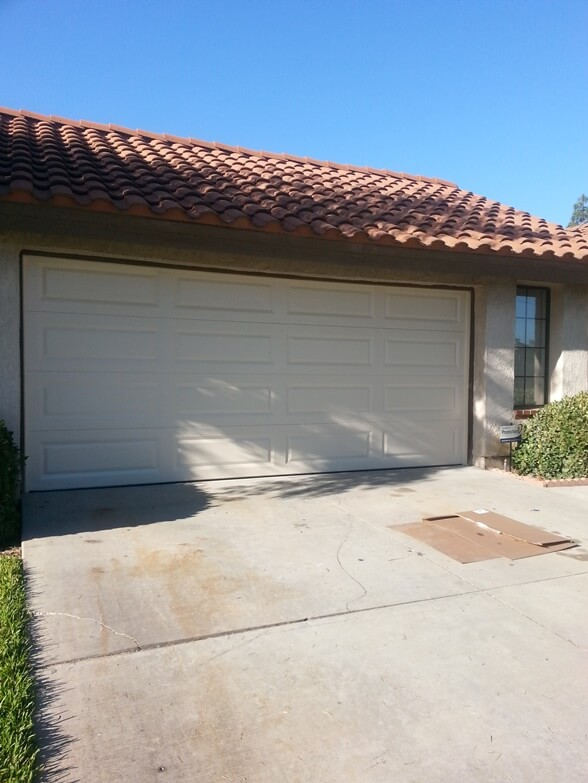 garage doors temecula ca white